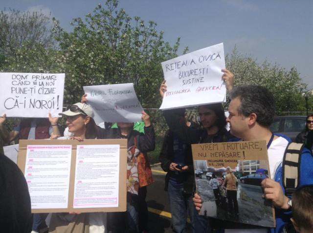 photo of the people protesting8_n