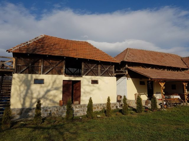 fabrika-de-case-arhitectura-traditionala-in-arges-e1478770630586
