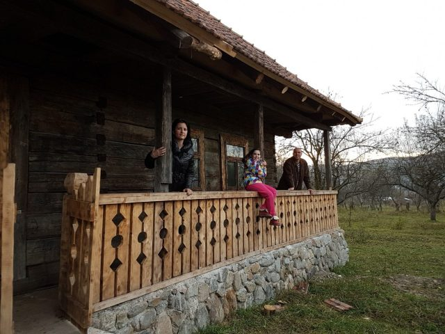 fabrika-de-case-muzeul-satului-in-arges-e1478770765250
