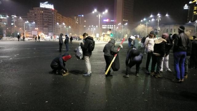 image-2017-02-3-21580096-0-protestatarii-curata-piata-victoriei